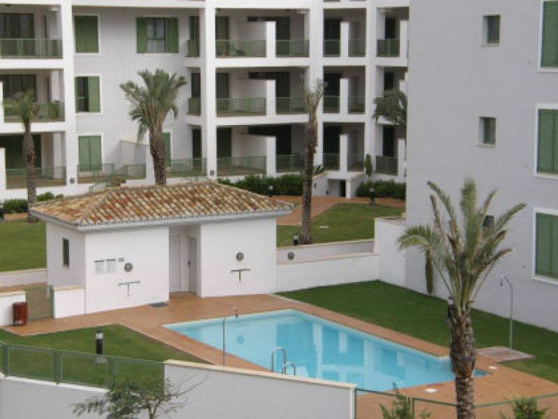 piscina en apartamento en alquiler sotogrande en h15 International Realty